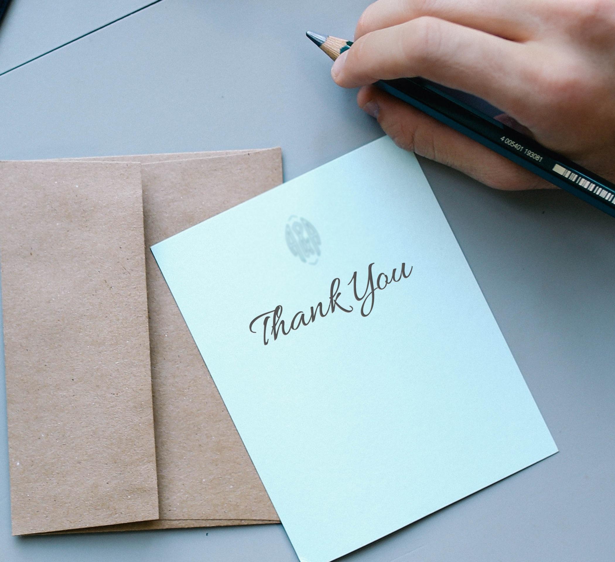 Schrijf een brief voor iemand als verrassing, zodat je zelf gelukkiger wordt